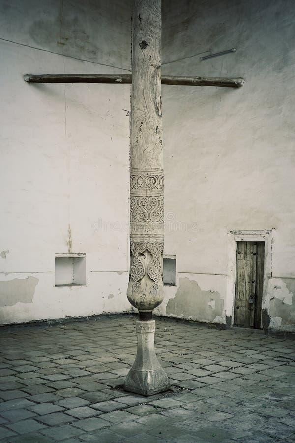 Columna de madera tradicional en la ciudad antigua del camino de seda histórico imágenes de archivo libres de regalías