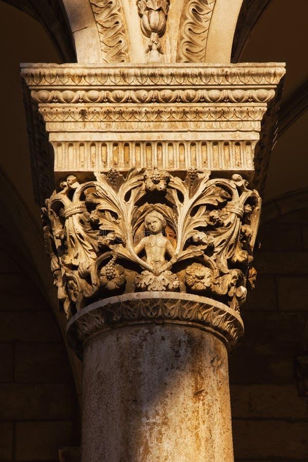 Columna tallada del palacio del rector en Dubrovnik foto de archivo libre de regalías