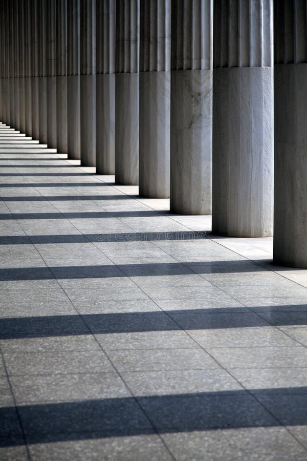Columnas antiguas en la fila imagen de archivo