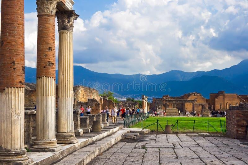 Columnas antiguas en Pompeii fotografía de archivo libre de regalías