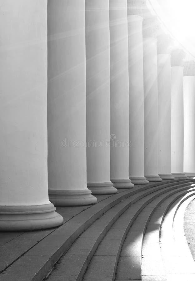 Columnas blancas en el sol imágenes de archivo libres de regalías