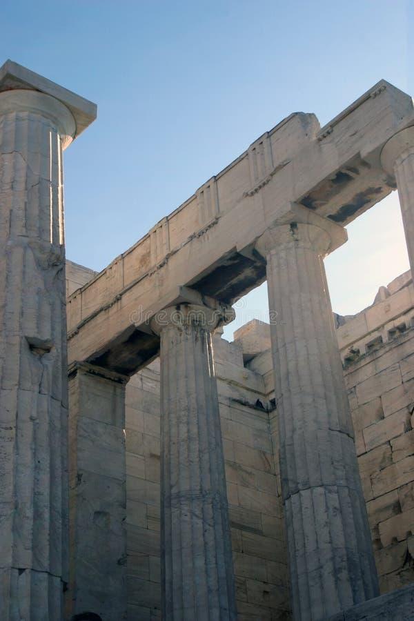 Columnas dóricas imagenes de archivo