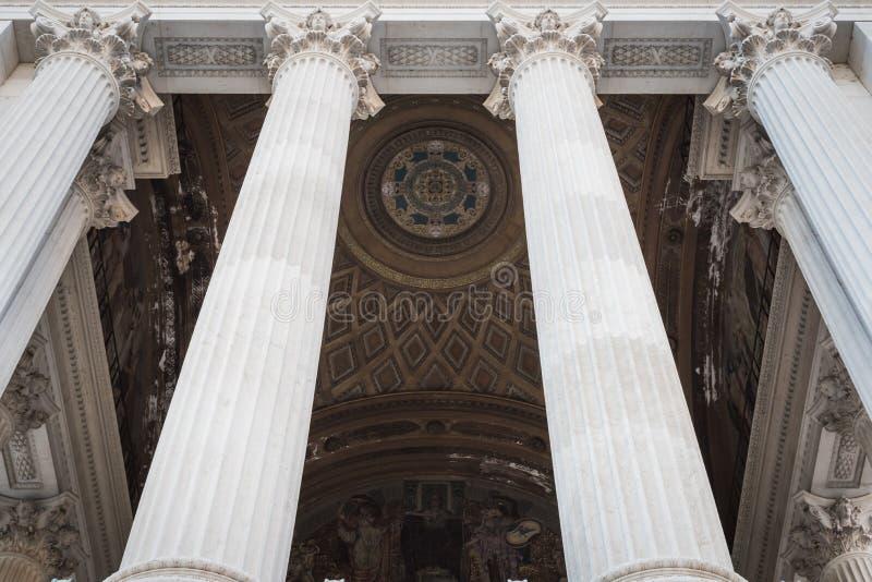 Columnas de la entrada del monumento de Vittorio Emanuele II en Roma imagen de archivo libre de regalías