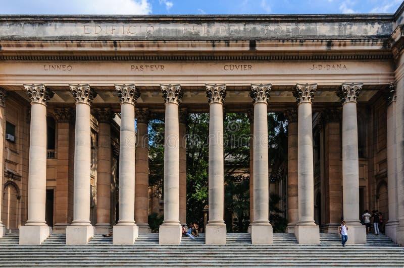 Columnas de la universidad en La Habana, Cuba foto de archivo libre de regalías