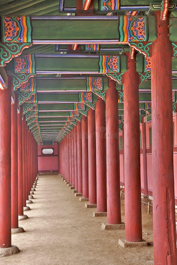 Columnas de madera imagenes de archivo