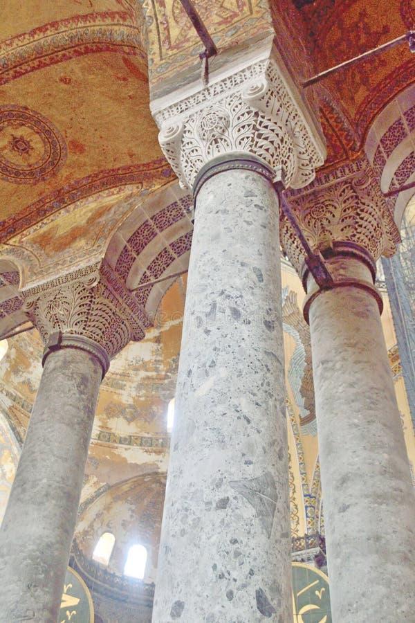 Columnas de piedra en la casa de St Irina en Estambul, Turquía imagen de archivo