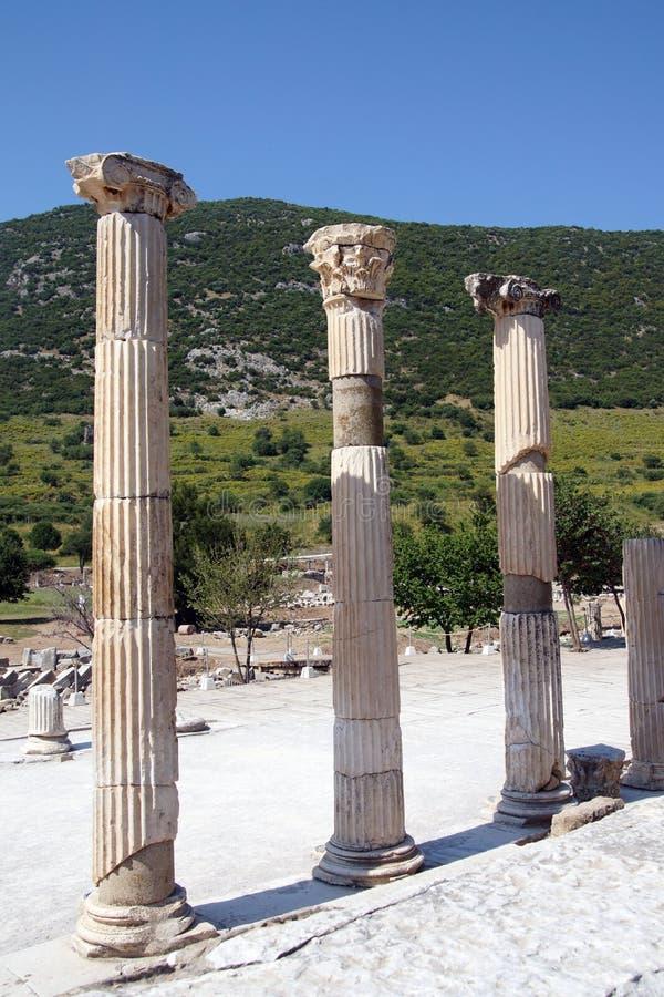 Columnas del Corinthian cerca del ágora fotografía de archivo