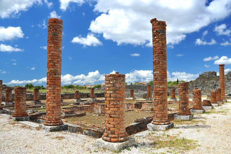 Columnas del ladrillo en las ruinas romanas fotos de archivo libres de regalías