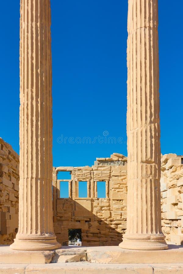 Columnas del templo de Erechtheion en acrópolis imagenes de archivo
