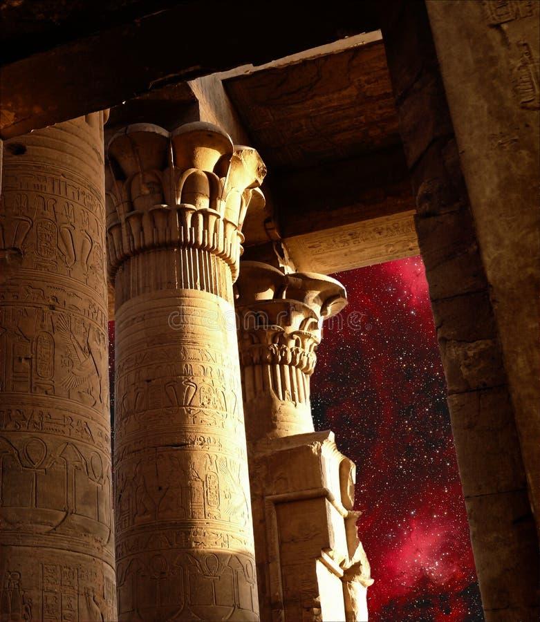 Columnas del templo de Sobek en Kom-Ombo y Eagle Nebula (Elemen fotografía de archivo libre de regalías