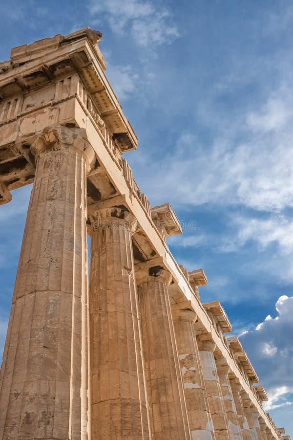 Columnas del templo del Parthenon en la acr?polis, Atenas fotografía de archivo libre de regalías