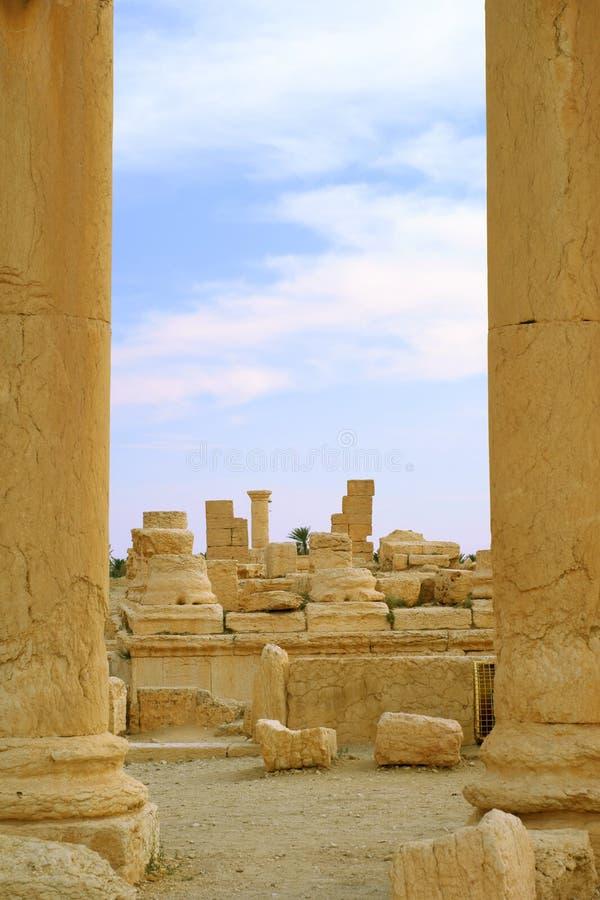 Download Columnas en antiguo imagen de archivo. Imagen de desierto - 7279921