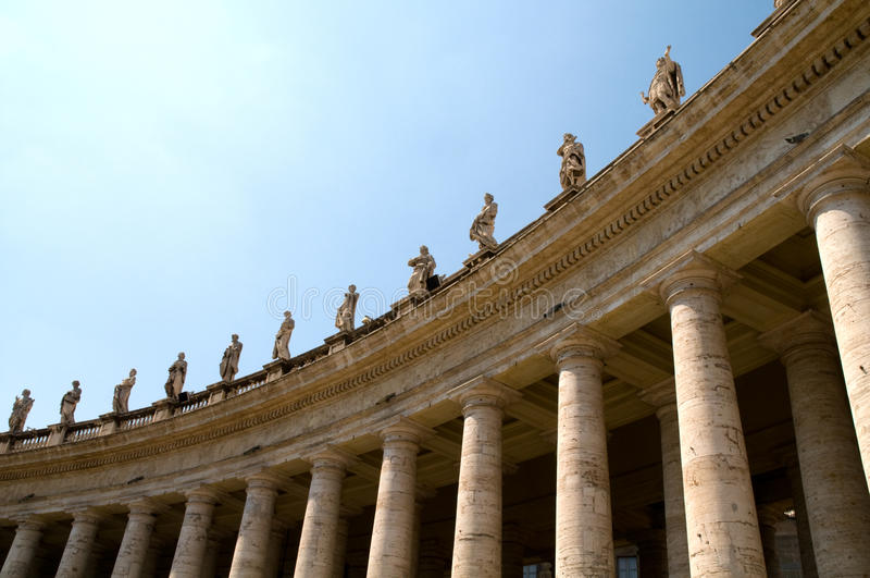 Columnas en el cuadrado de Peters del santo fotos de archivo libres de regalías