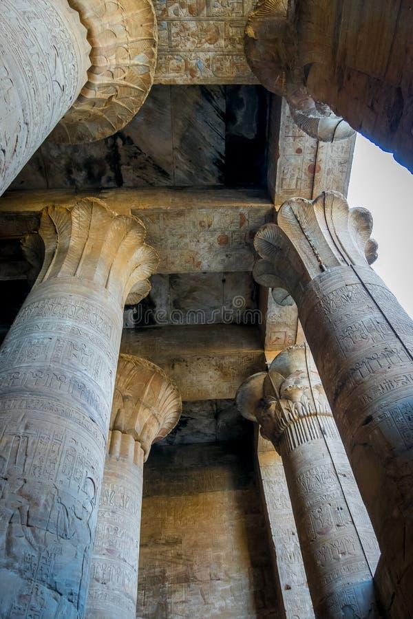 Columnas en el templo de Edfu Egipto imagen de archivo libre de regalías