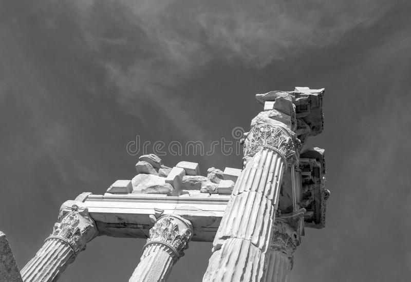 Columnas en el templo de Trajan foto de archivo libre de regalías