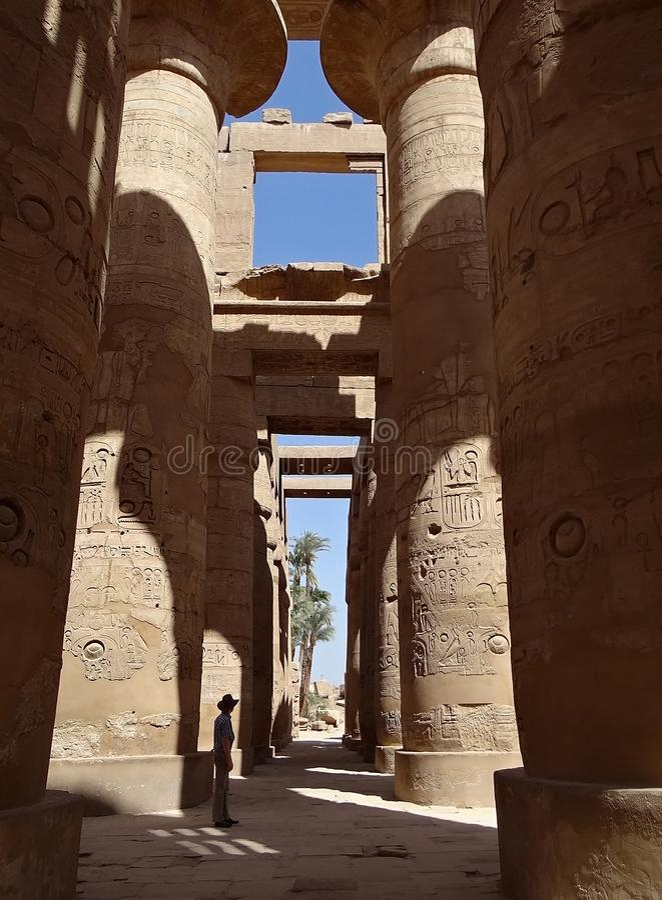 Columnas gigantes del templo de Karnak foto de archivo libre de regalías