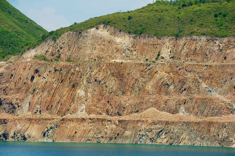 Columnas hexagonales del origen volcánico en Hong Kong Global Geopark de China en Hong Kong, China fotografía de archivo