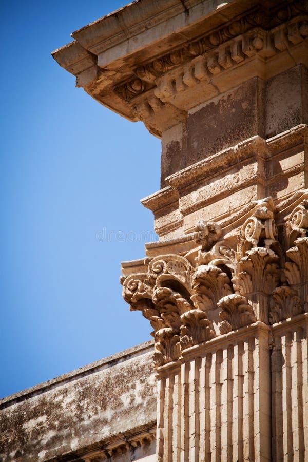Columnas, iglesia del St Irene, Lecce, Italia foto de archivo libre de regalías