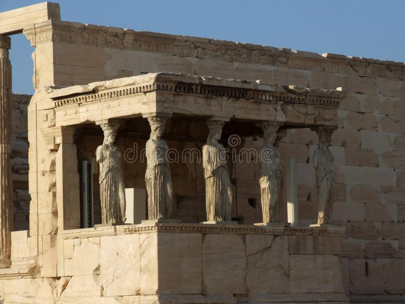 Columnas interesantes del templo de Erechtheion en acrópolis foto de archivo libre de regalías