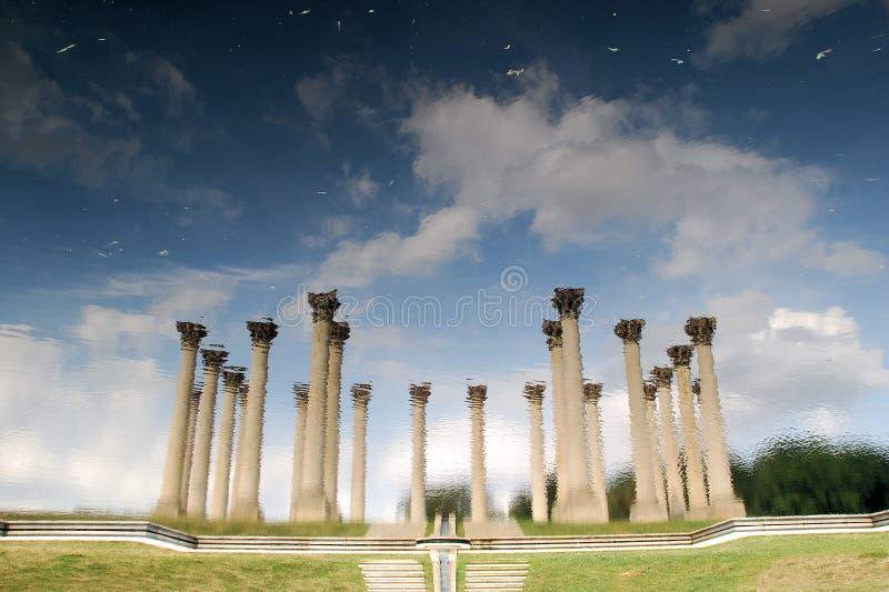 Columnas nacionales del capitolio reflejadas imagen de archivo