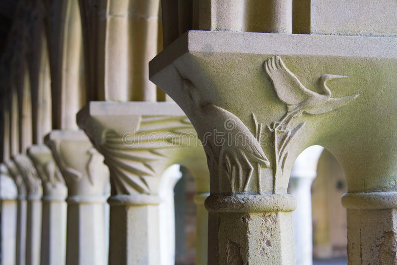 Columnas talladas en la abadía en Iona foto de archivo