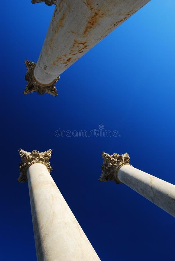 Columnas y capitales históricos foto de archivo