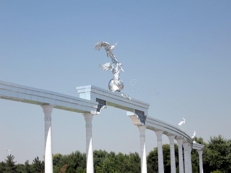Columnata de Tashkent en el cuadrado 2007 de la independencia imagenes de archivo