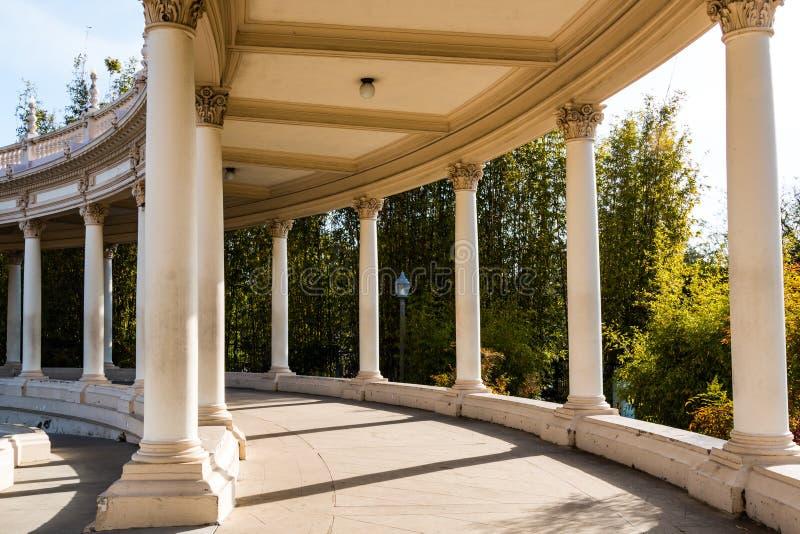 Columnata del pabellón del órgano de Spreckels en parque del balboa imagen de archivo