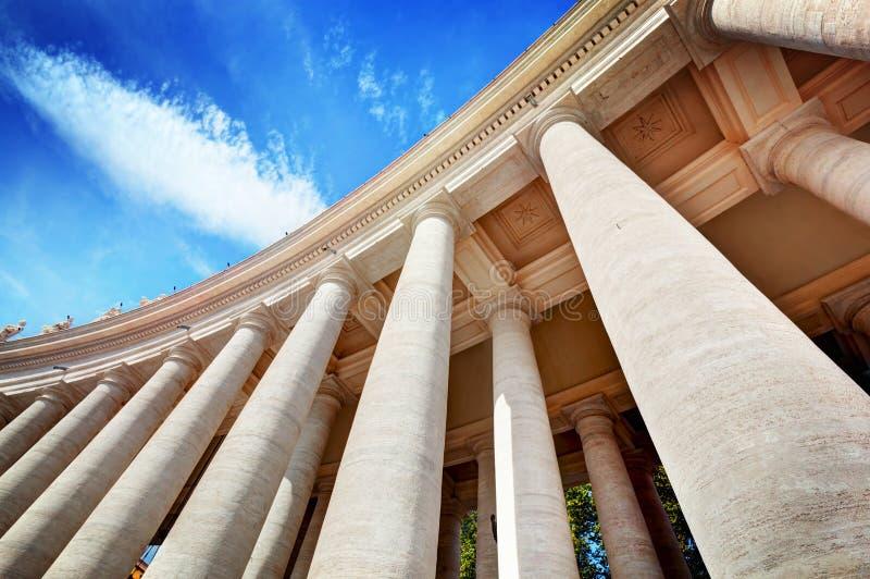 Columnatas de la basílica de San Pedro, columnas en la Ciudad del Vaticano foto de archivo libre de regalías
