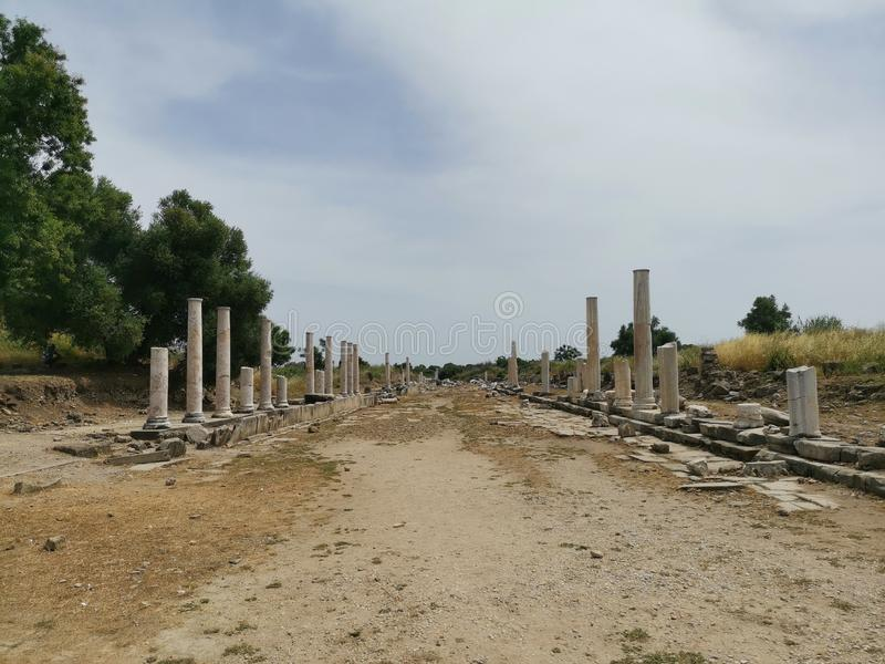 Columned gata för gammalgrekiska royaltyfri fotografi
