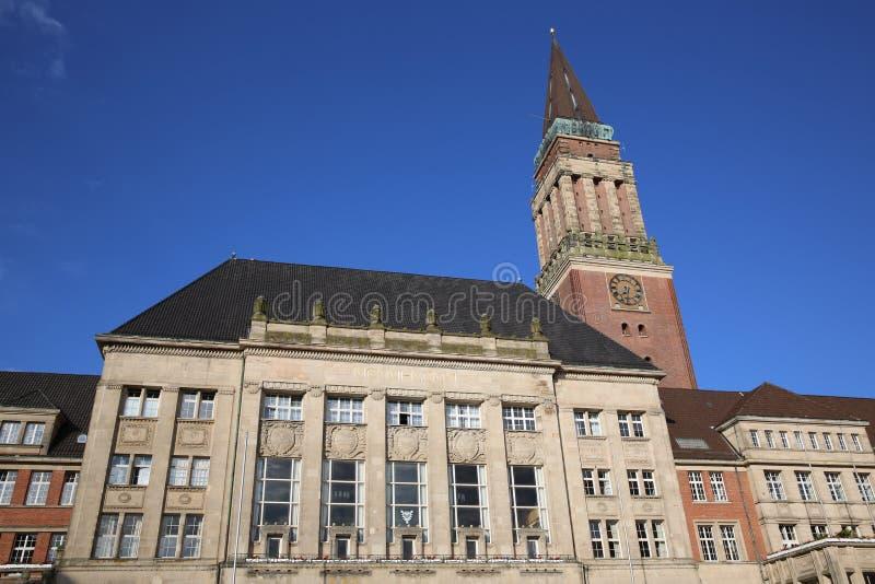 Columned Gebäude kiel lizenzfreie stockfotos