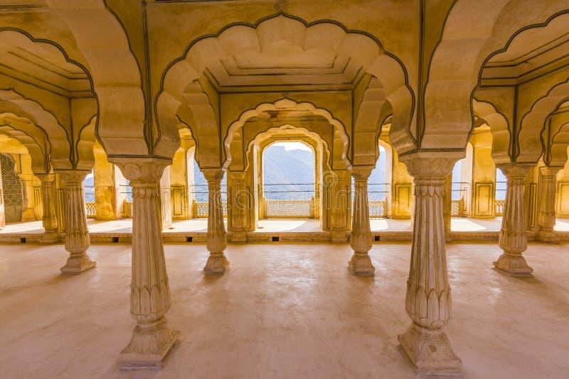 Columned zaal van AmberFort in Jaipur, India stock afbeeldingen