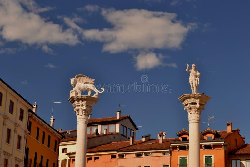 Colums van piazza dei Signori in Vicenza - Italië - stock fotografie