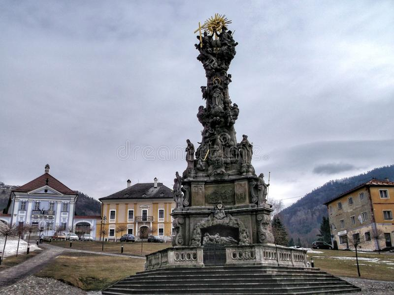 Coluna barroco do praga Coluna da trindade santamente constru?da na epidemia do praga Foi constru?do em 1765-72 Em Kremnica imagem de stock
