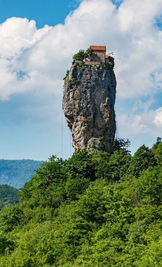 Coluna de Katskhi fora de Kutasi, Geórgia fotografia de stock