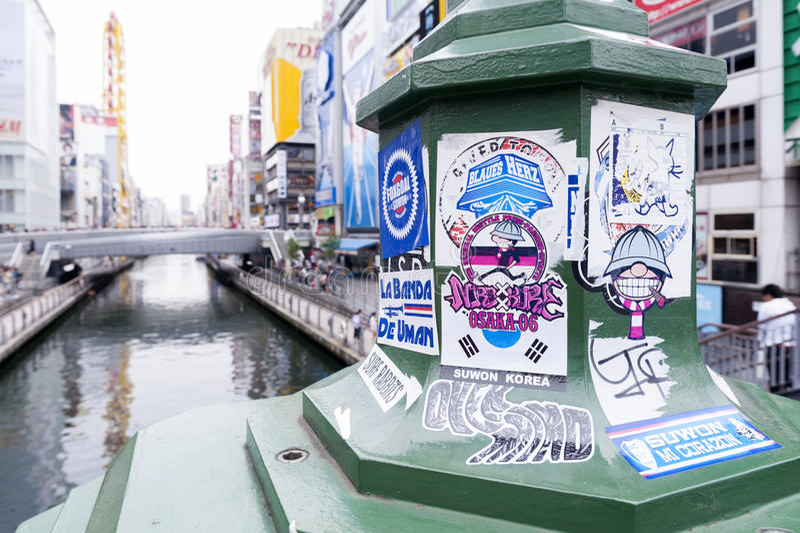 Coluna de propaganda na área de Dotonbori Namba em Osaka City fotos de stock royalty free