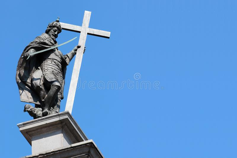 A coluna de Sigismund erigiu em 1644, instalado no quadrado do castelo na cidade velha de Vars?via, Pol?nia fotografia de stock