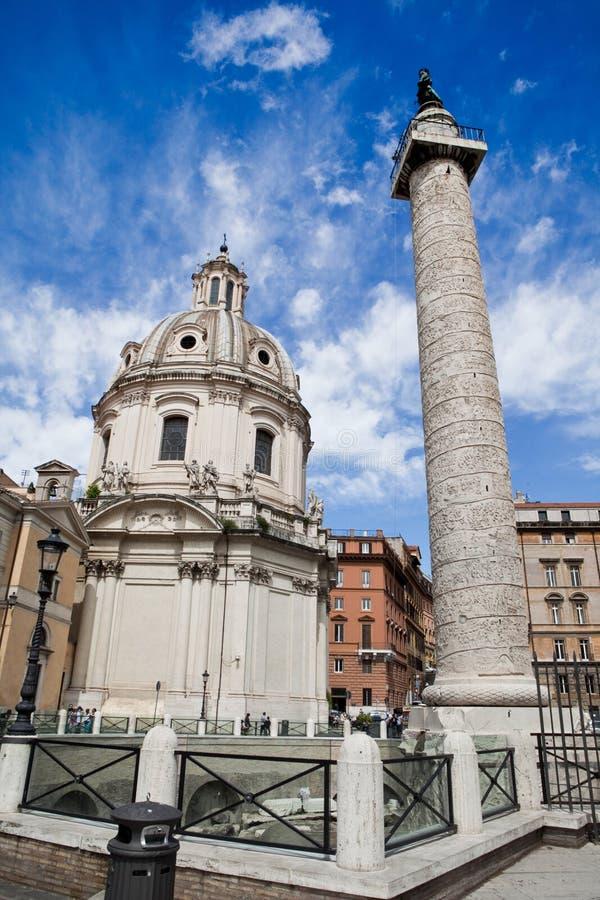 Coluna de Trajan em Roma foto de stock