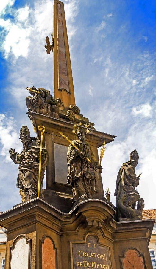 Coluna do praga da coluna da trindade santamente em Lesser Town Square Mala Strana Praga, República Checa fotos de stock