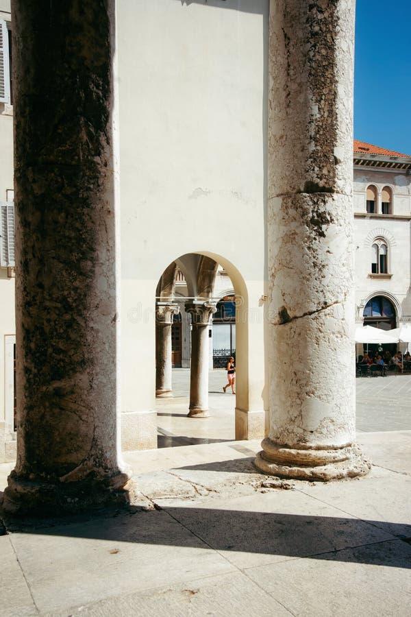 Coluna do templo de Augustus no quadrado do fórum fotos de stock royalty free