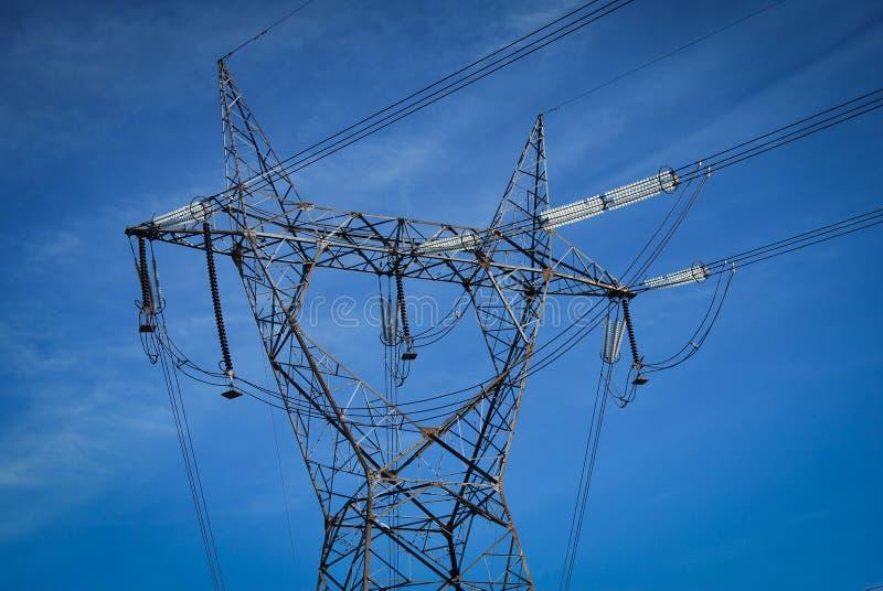 Coluna elétrica de alta tensão fotografia de stock