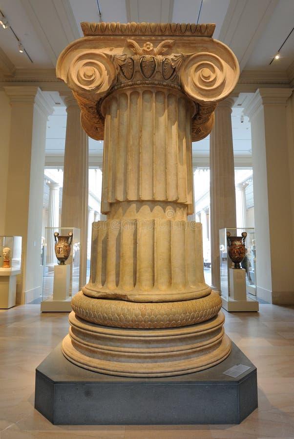 Coluna iónica do templo de Artemis imagens de stock
