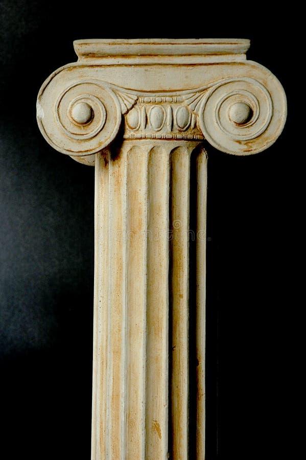 Coluna iónica velha imagens de stock
