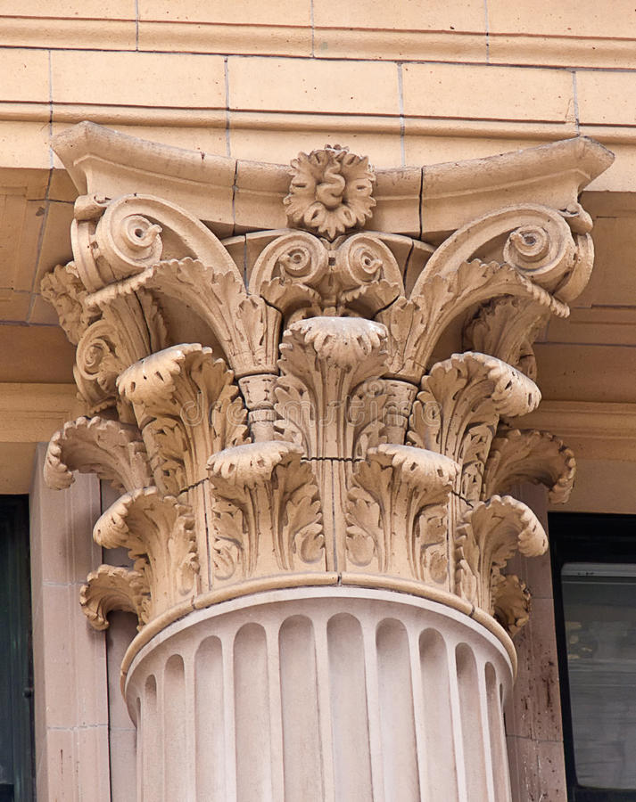 Coluna Ornately cinzelada imagem de stock
