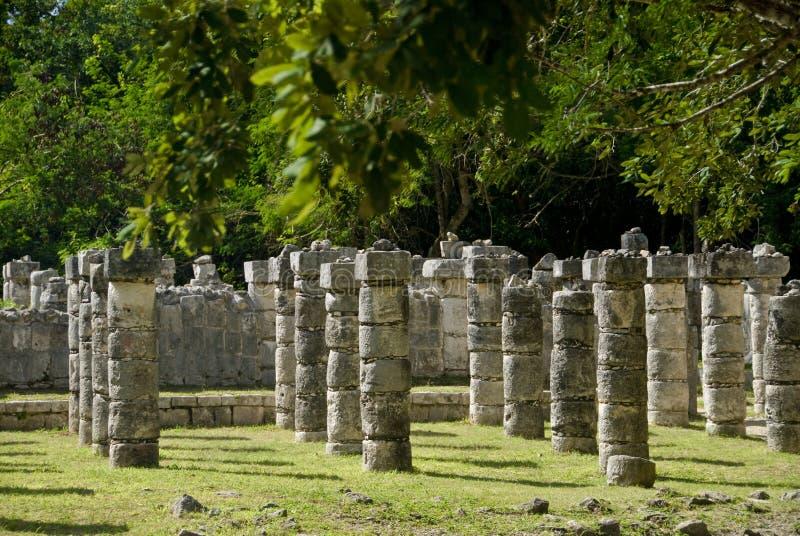 Colunas antigas em Chichen Itza México imagens de stock royalty free
