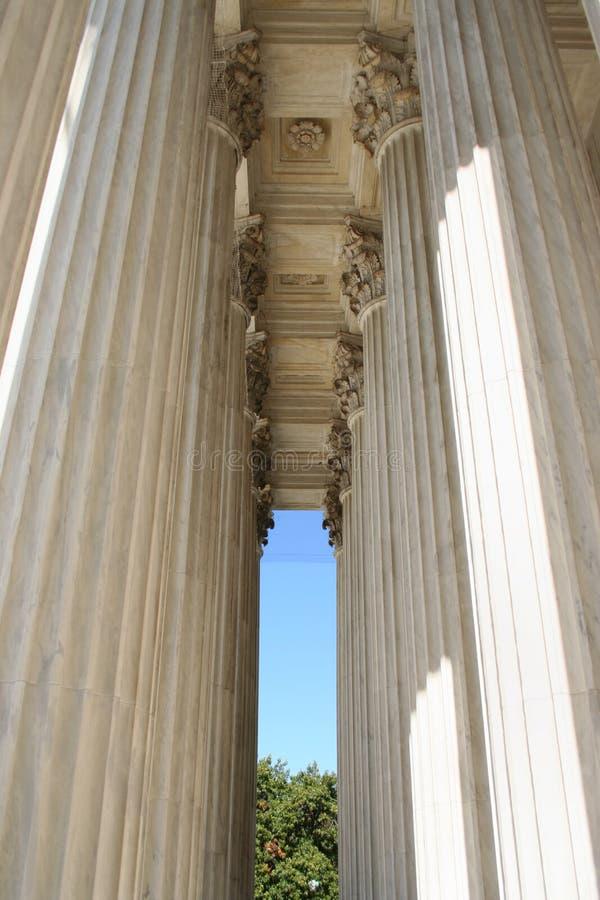 Colunas da corte suprema foto de stock