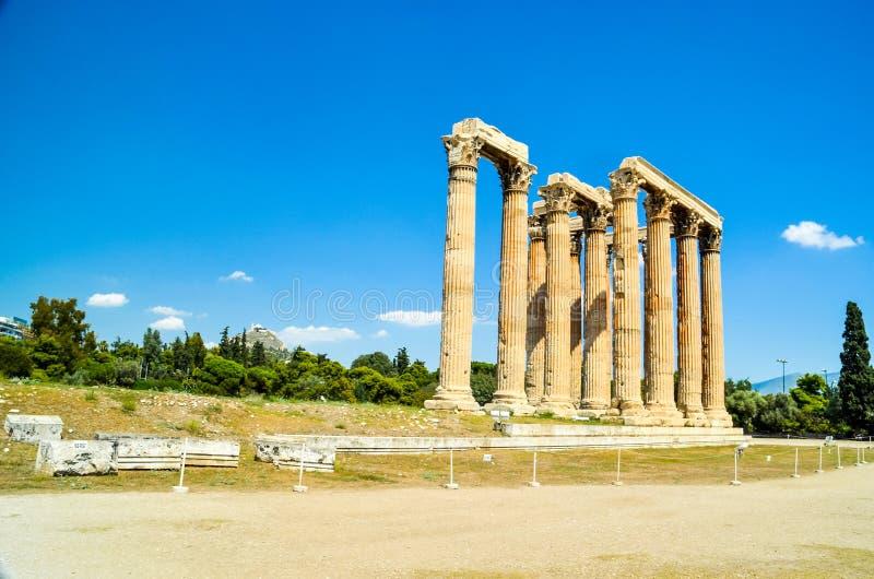 Colunas de Atenas do templo antigo do zeus do olímpico em greece imagem de stock royalty free