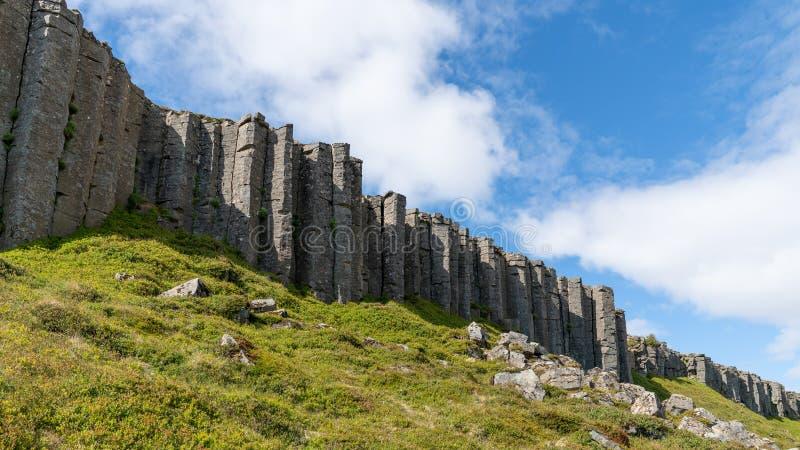 Colunas de Gerduberg basalt na Península de Snaefellsnes, Islândia foto de stock royalty free
