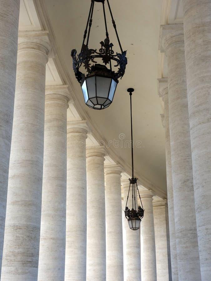 Colunas de mármore, St Peters Square, Cidade Estado do Vaticano imagem de stock royalty free