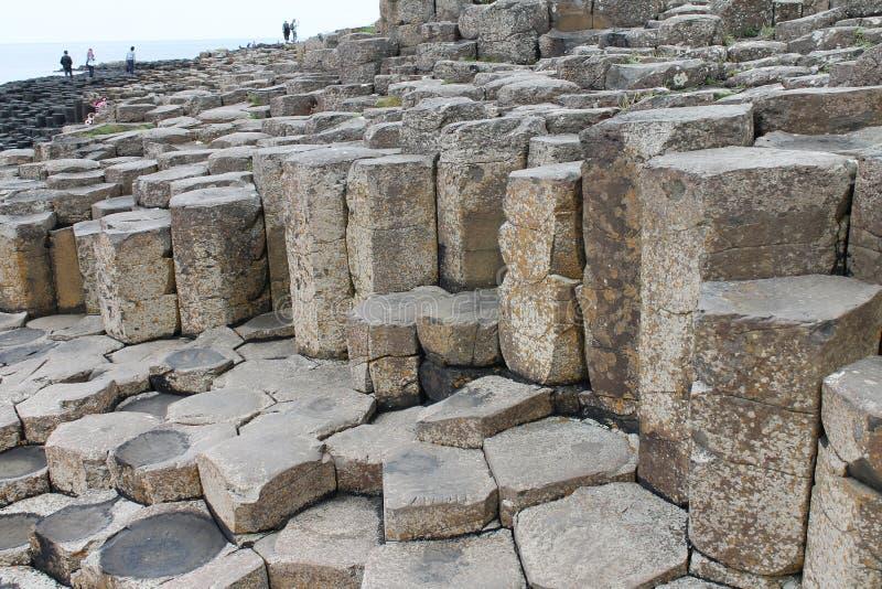 Colunas do basalto em Irlanda do Norte litoral fotos de stock royalty free